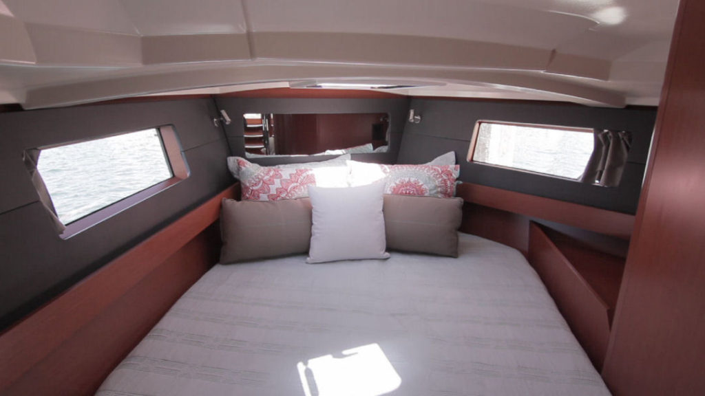 The forward berth of the Oceanis 41.1 in single head configuration.
